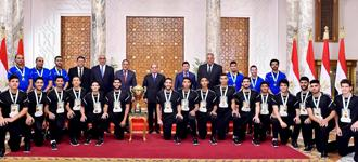Egyptian heroes return to ecstatic fans and a Presidential medal