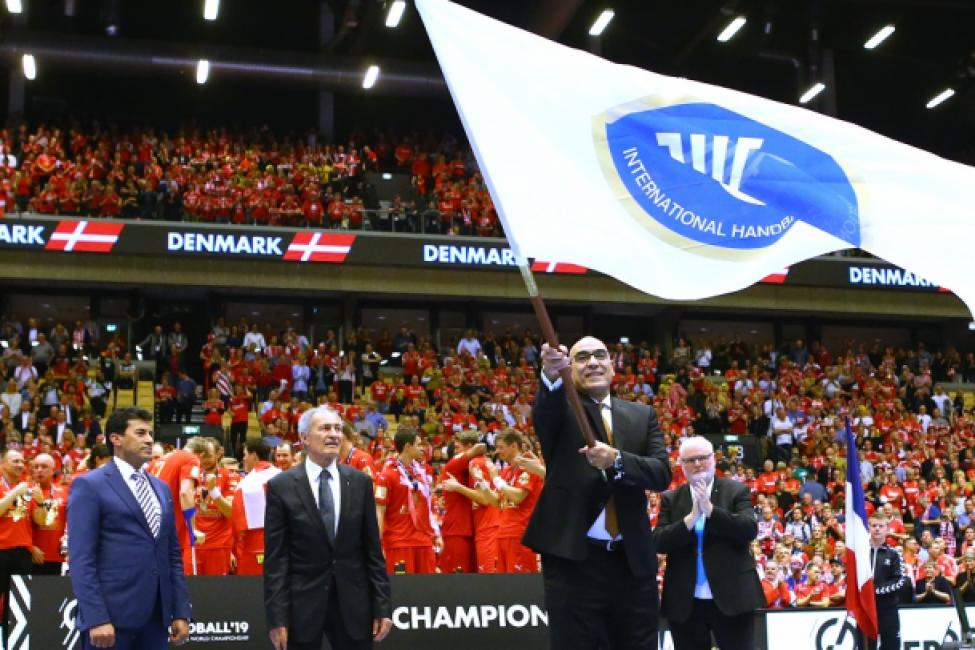 Handing over of the IHF flag