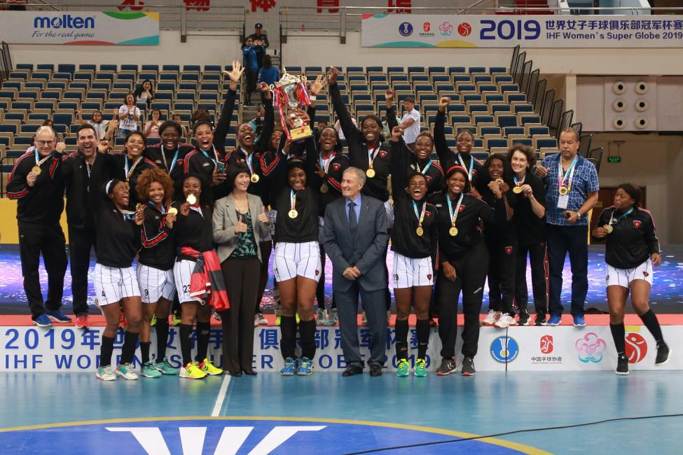 Gold medallists Agosto Luanda