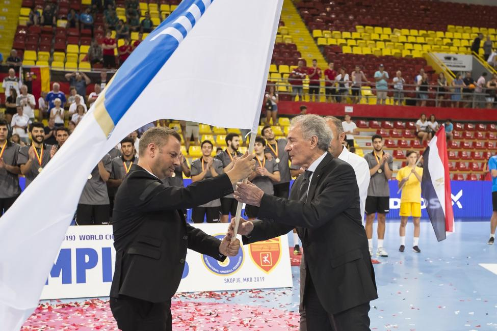 Handing over the IHF flag